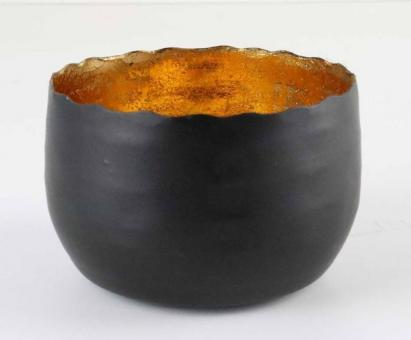 Teelichthalter aus Metall Farbe matt schwarz, innen mit Farbfolie aus gekleidet, standfest und sehr stabil, stimmungs